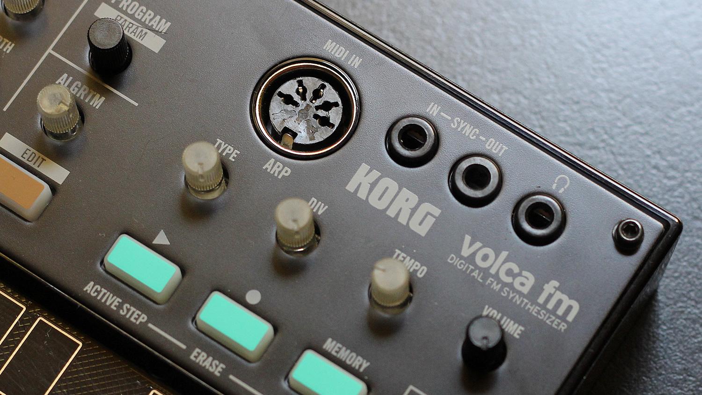 Korg Volca: connessioni MIDI IN, Sync In e Out ad impulsi analogici, uscita audio minijack