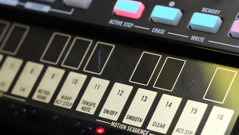 Korg Volca: la tastiera ribbon touch multifunzione. Per suonare le tue melodie, programmare lo step sequencer e altre funzioni degli strumenti della serie