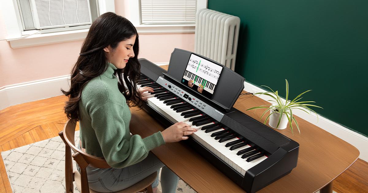 Alesis Prestige Artist è un pianoforte digitale con 30 suoni tastiera 88 tasti a pesatura graduale con casse integrate, display OLED, arpeggiatore, riverbero e porta USB MIDI