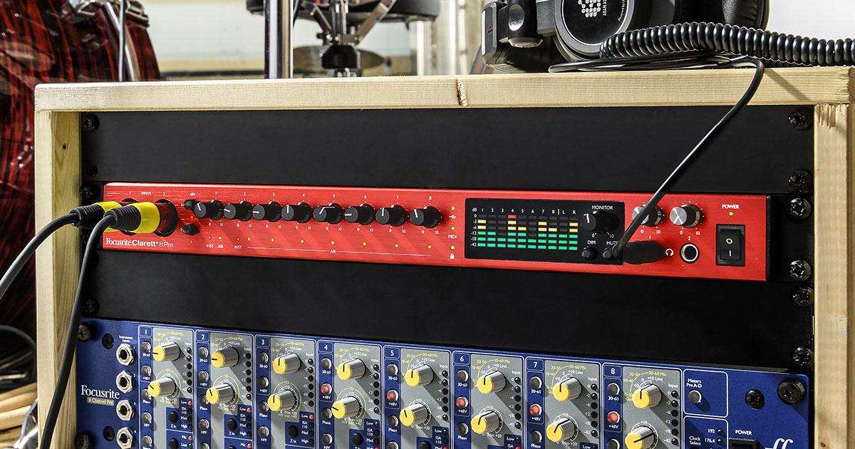 """Clarett+ 8 Pre è un'interfaccia audio professionale in formato rack 19"""" da un'unità dotata di preamplificatori analogici ad alta qualità con 18 ingressi e 20 uscite, di cui 8 ingressi combo preamplificati e 10 uscite jack TRS da ¼"""" analogici, ingresso e un'uscita S/PDIF coassiali e un ingresso e un'uscita ottici ADAT. MIDI In & Out DIN."""