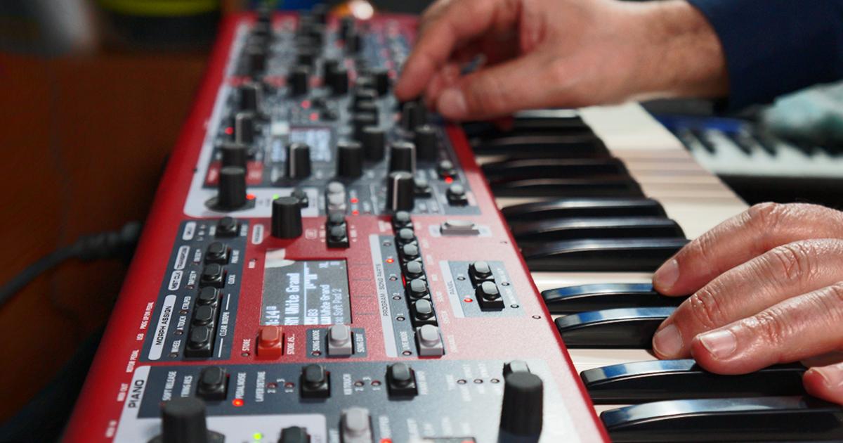 La gestione dei suoni e la loro modifica su NORD Stage 3 è immediata, tutti i parametri sono a portata di mano, le 3 sezioni Piano, Organ, Sample/Synt su due Panel, sono sempre a disposizione per fornire in tempo reale tutti i timbri necessari.