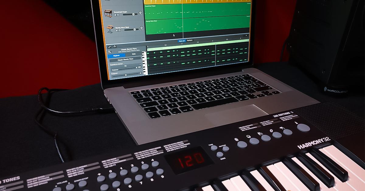 Collega questa pianola della Alesis al tuo computer via USB per alimentarla e per suonare grazie al MIDI i tuoi software musicali DAW e Virtual Instrument tramite la tastiera mini a 32 tasti