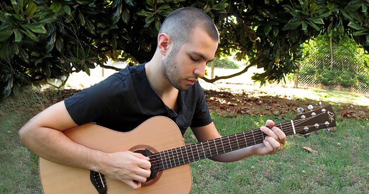 Andrea-Ballottari-eko-guitars