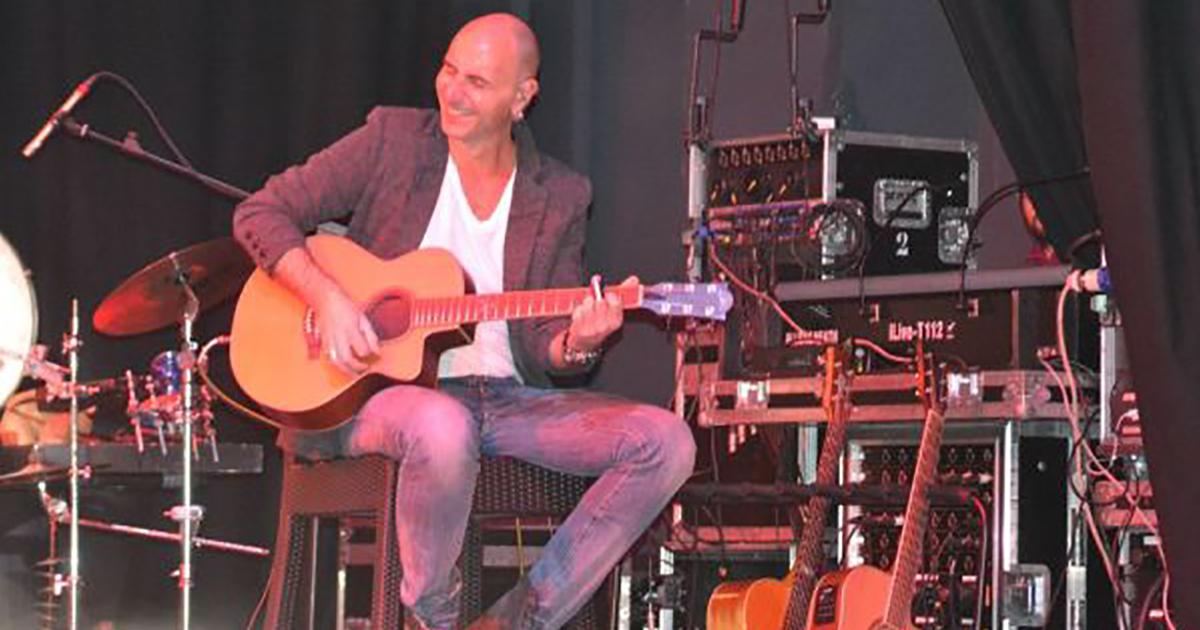 Andrea-Valentini-Eko-Guitars