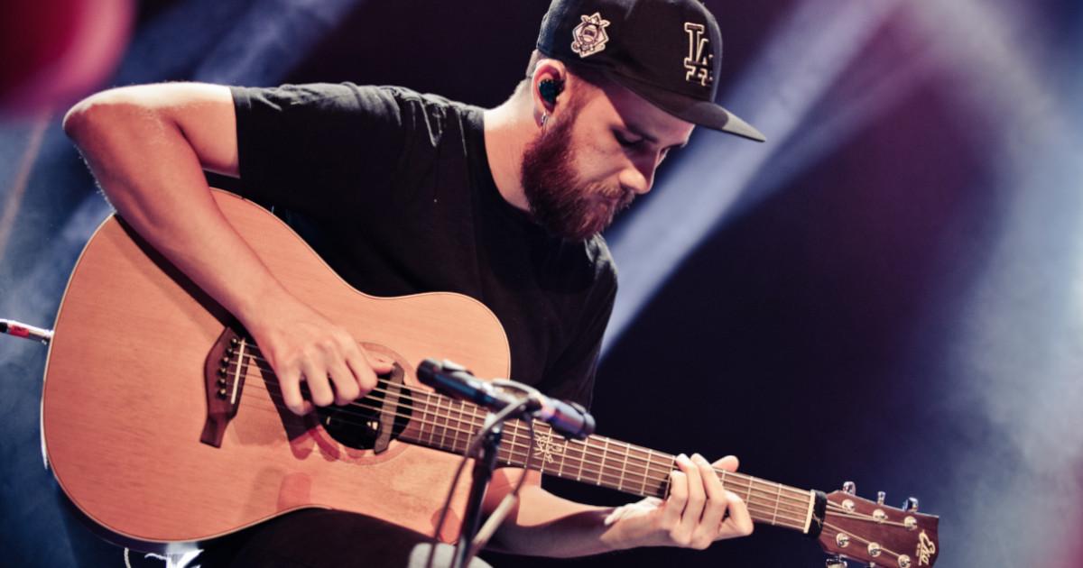 Claudio Bruno è un endorser Eko Guitars