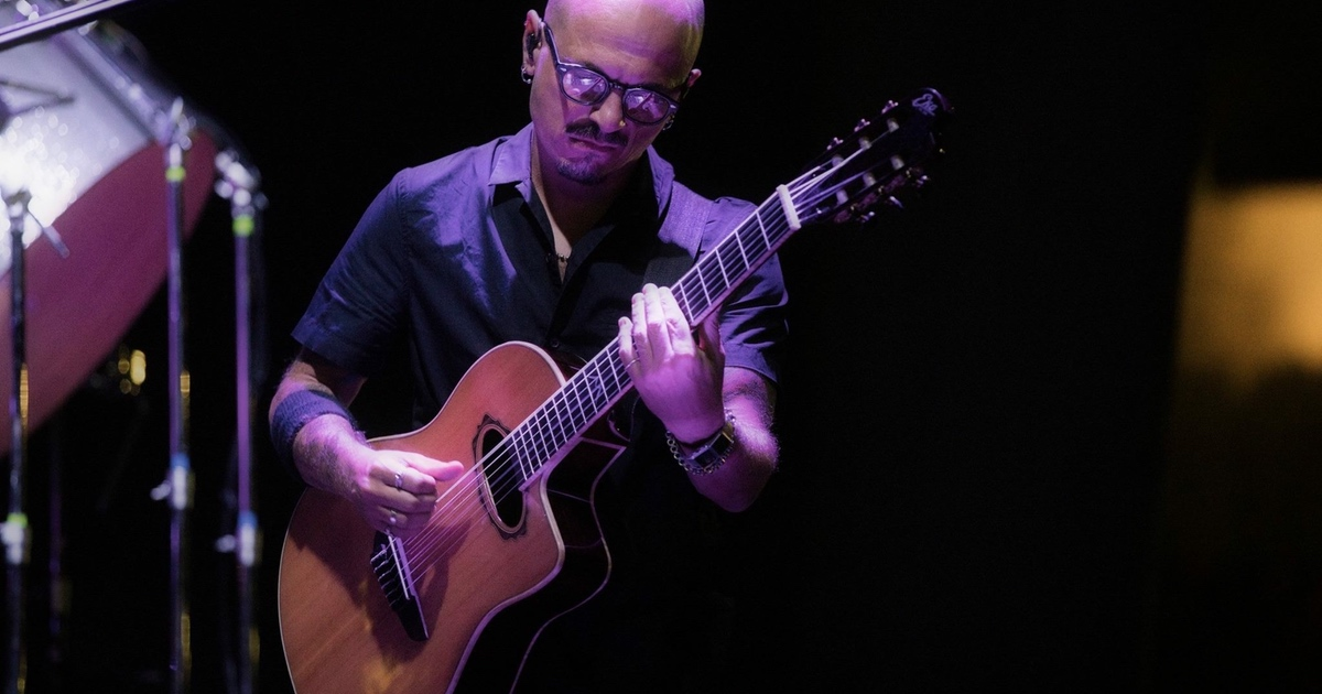 Sgabello Chitarrista : Davide aru: chitarrista endorser eko music group