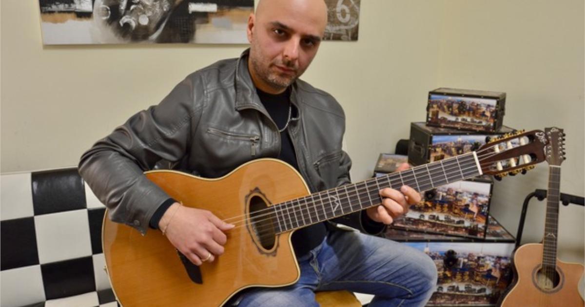 Francesco-Magistro-Eko-Guitars