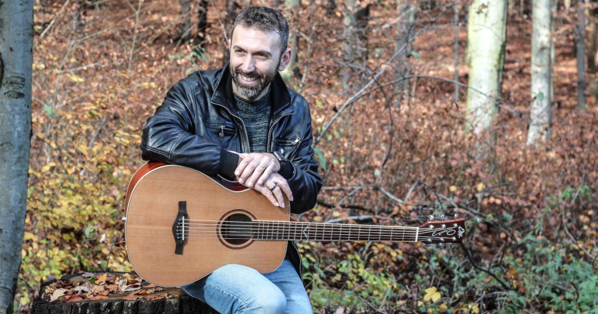 Luca Francioso è un endorser per Eko Guitars