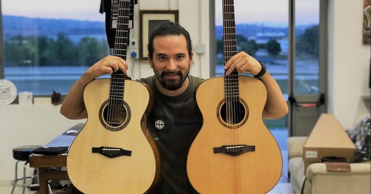 Luca Lampis con le chitarre di Eko Guitars