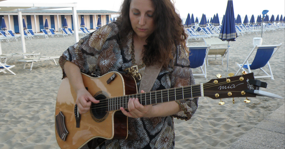 Silvia-Porciani-Eko-Guitars