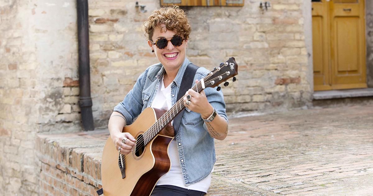 Diana-Winter-Eko-Guitars