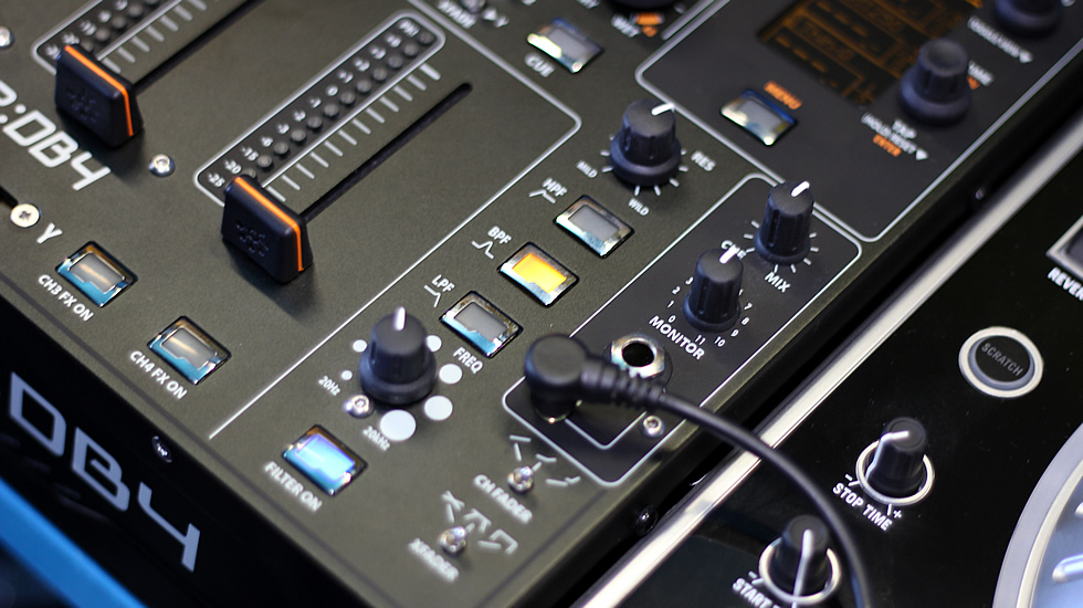 Il filtro multimodo risonante del mixer Allen & Heath XONE:DB4