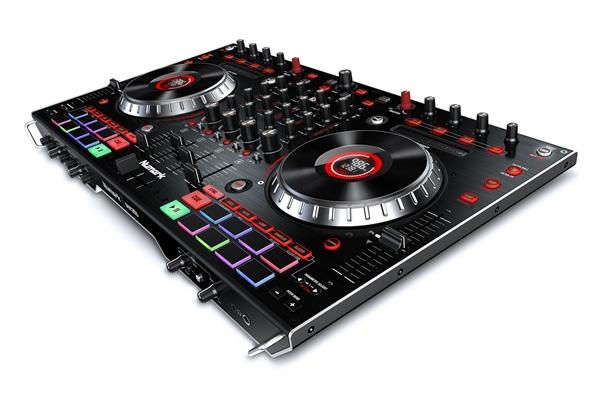 Numark NS6II DJ CONSOLE MIDI A 4 DECK CON SCHEDA AUDIO. SUPPORTO DVS E 2 PORTE USB